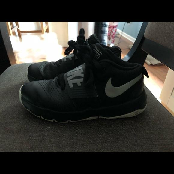 Boys Nike Team Hustle D8 Size 4y